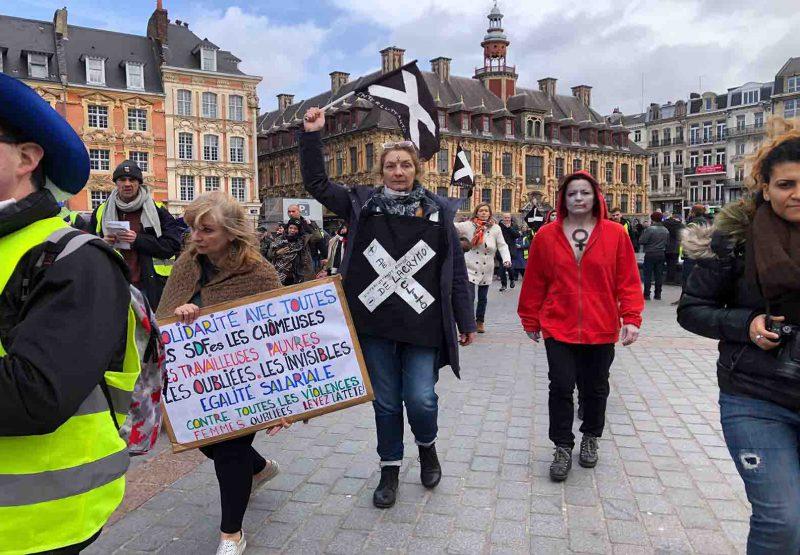 Des manifestantes. @LeCourrierDeL'Escaut
