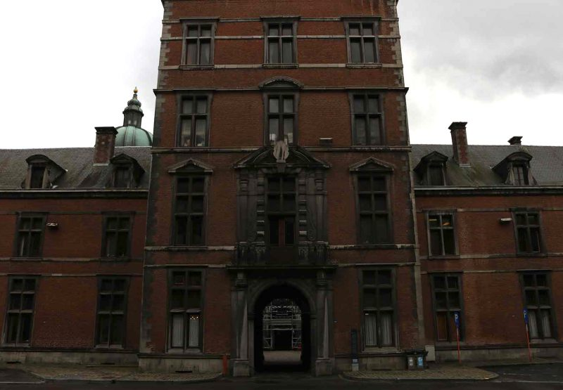 Palais de Justice de Namur sous un ciel de grisaille_ Crédit photo Mick Akutu