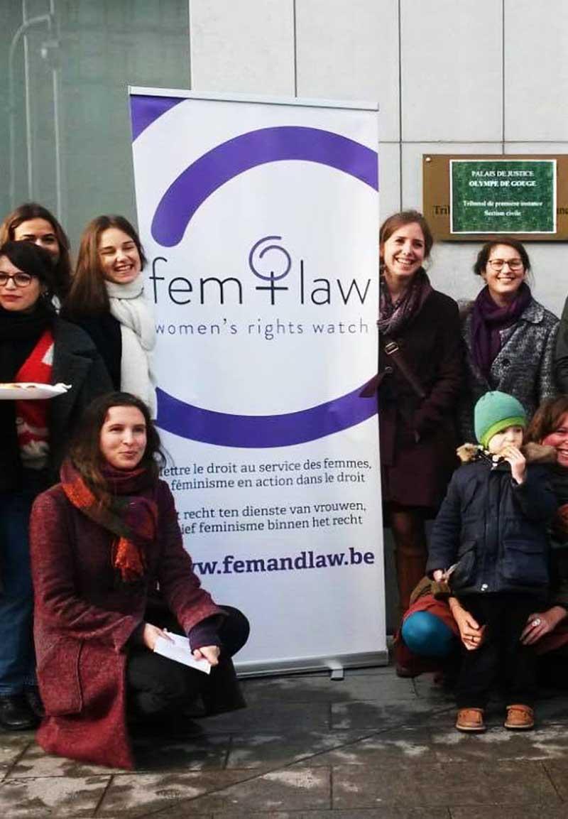 L'équipe de Fem & Law rassemblées ensemble pour le 8 mars